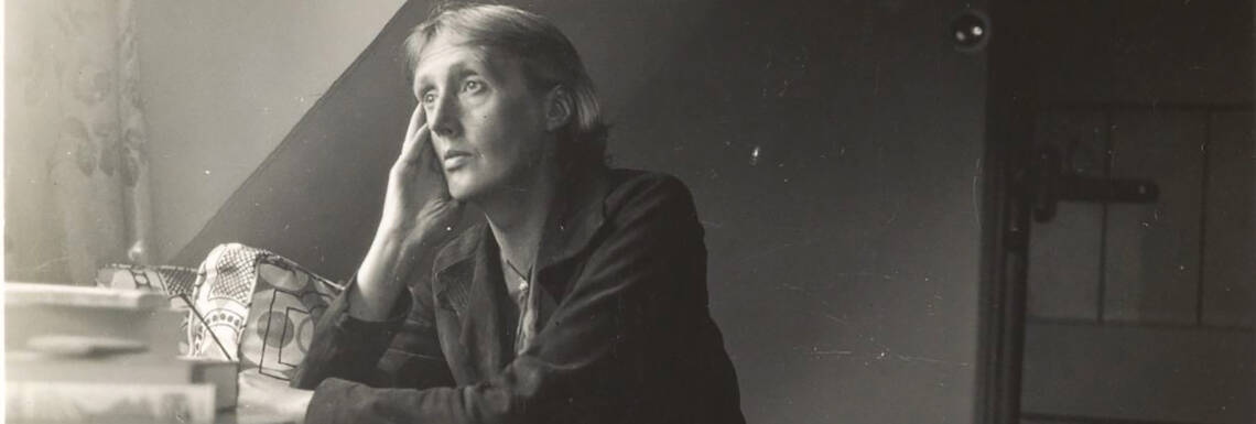 Virginia_Woolf_at_Monk's_house